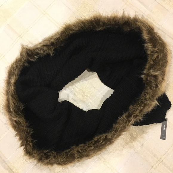 d978cc30afc NWT Aldo Black Infinity Scarf with Faux Fur Trim